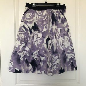 Patterned skirt with pockets